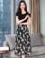 何媛のワンピスの女性ギルコゼミ2019夏の半袖の新制品の韩国版は腰が见せやせの中に长いスタルが流行しています。A字の半身のスカウトの白黒の大きな花Mは85-105斤の服を着ていると提案しています。